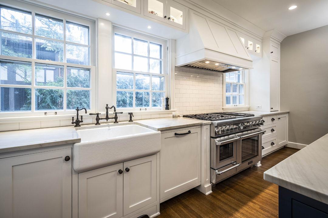 Shaker Kitchen White Farmhouse Sink Thermador Range