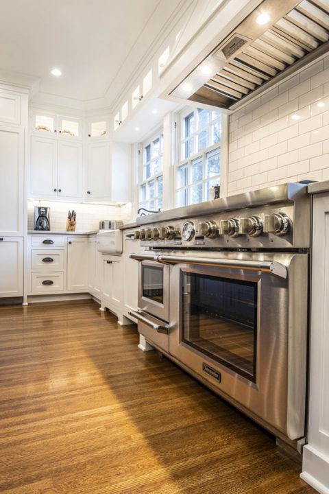 Shaker Kitchen Hardwood Floor Thermador Range