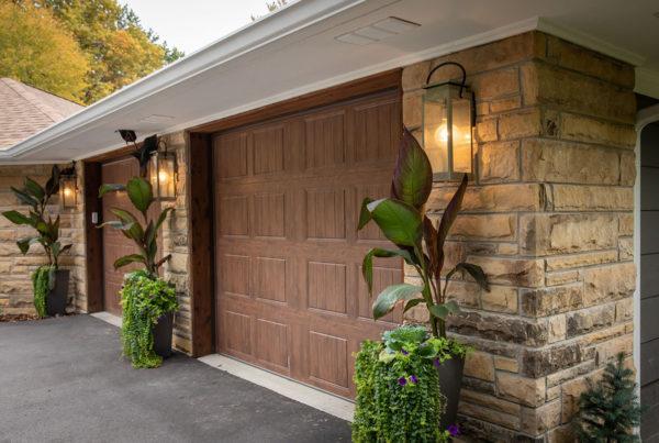 mid-century modern exterior garage