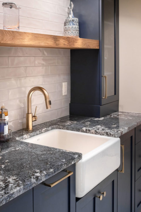granite countertops, shaker style cabinets, farmhouse sink, tile backsplash