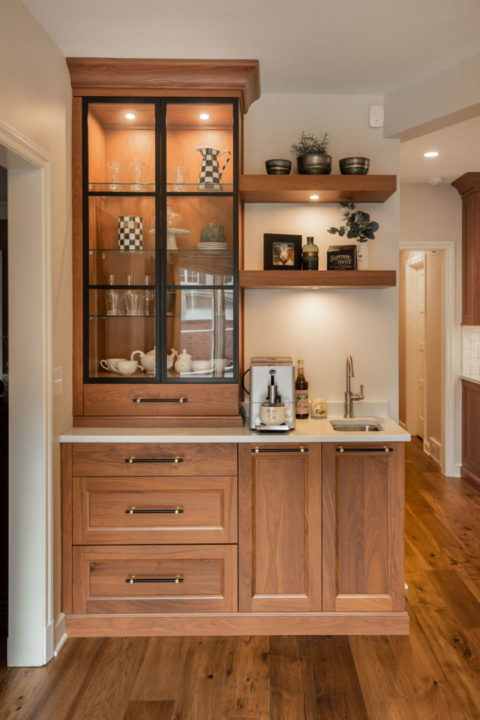 open concept kitchen, large sophisticated kitchen, entertainers space, transitional living spaces, transitional kitchen, beverage station, coffee station, medium wood hardwoods